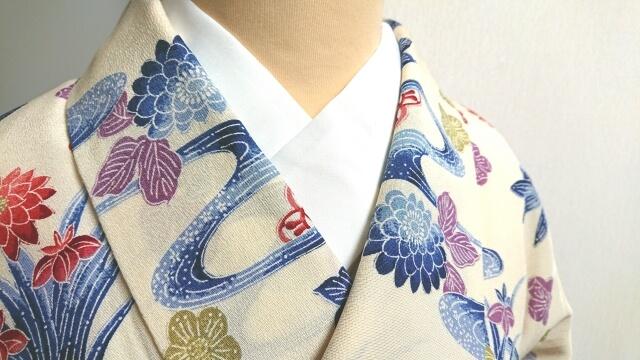 着物女性の襟