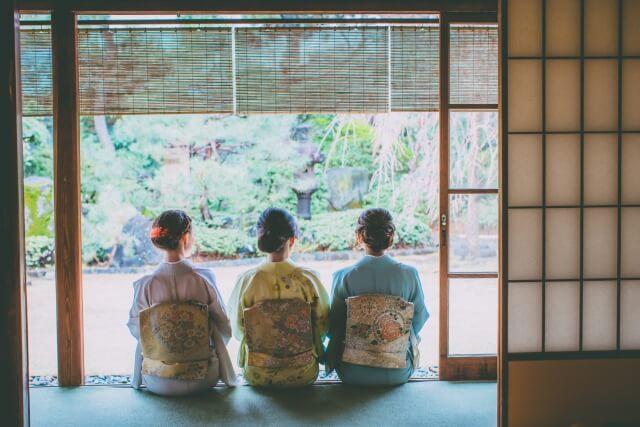 着物女性 3人