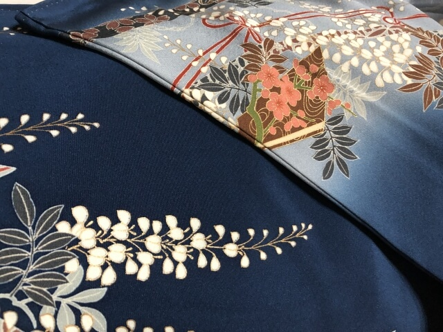 並べられた着物と帯