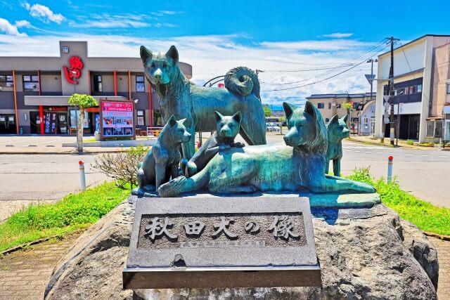秋田市の駅前にある犬の銅像
