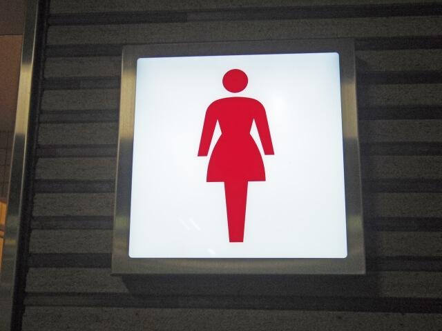 女性トイレの看板